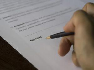 Qu'en est-il des clauses suspensives dans les contrats d'achat en Israël ?