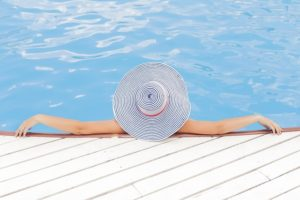À qui appartient la piscine dans un immeuble de luxe ?