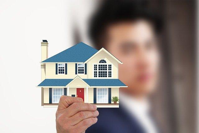 """Un agent immobilier trop zélé se fait prendre à """"son propre jeu"""""""