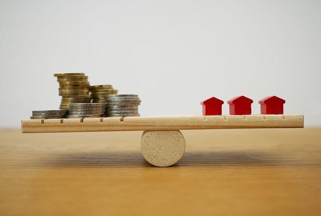 De quelle manière s'effectue la déclaration fiscale relative à une transaction immobilière ?