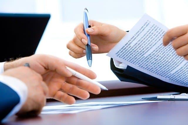 Contrat d'acquisition : quelles sont les clauses essentielles à vérifier ?